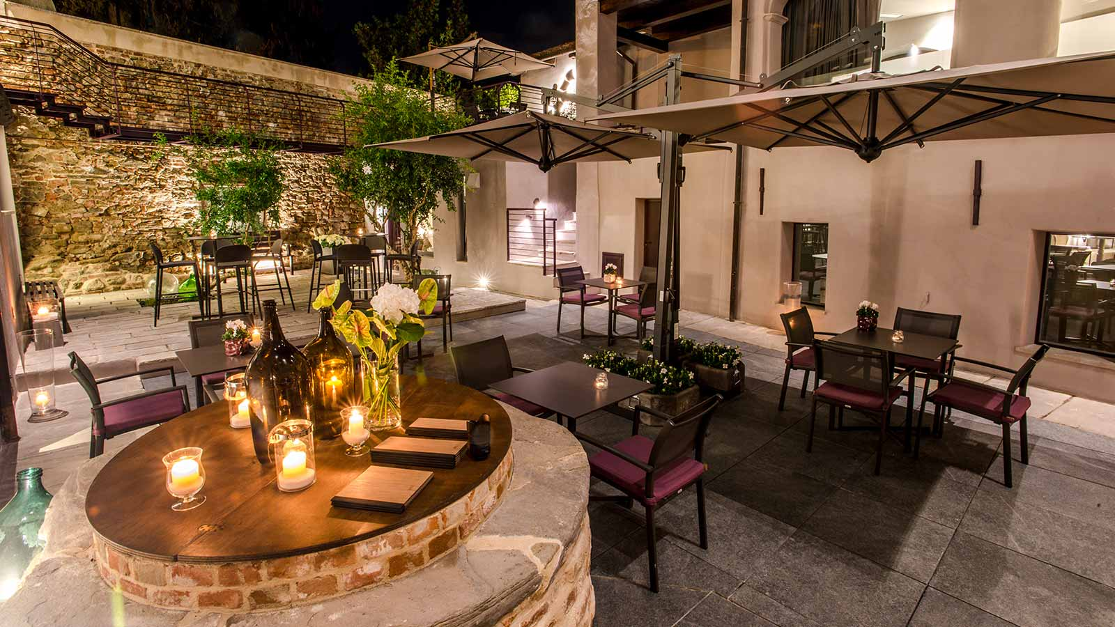 UVE Langhe: Rooms&Wine Bar by night